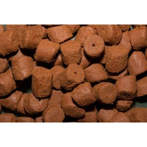 Red Halibut Pellets met gat