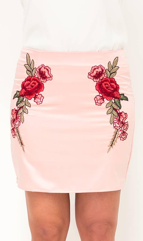 Roze Satijnen Rok met Borduursels