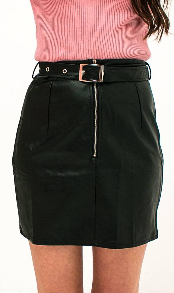 Zwarte faux leren rok met riem