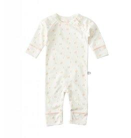 Little Label Babypyjama in crème met zalmroze van Little Label