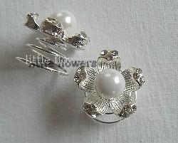 Curlie strass bloem met witte parel