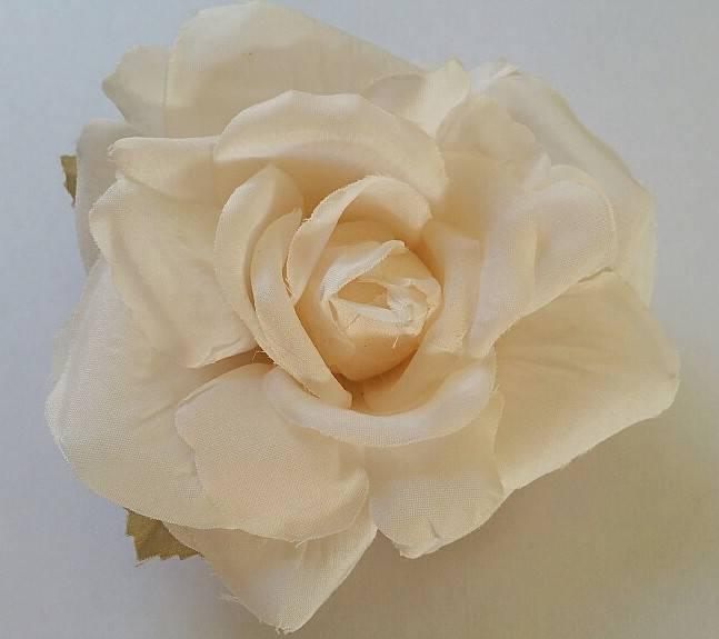 Satijnen roos ivoor