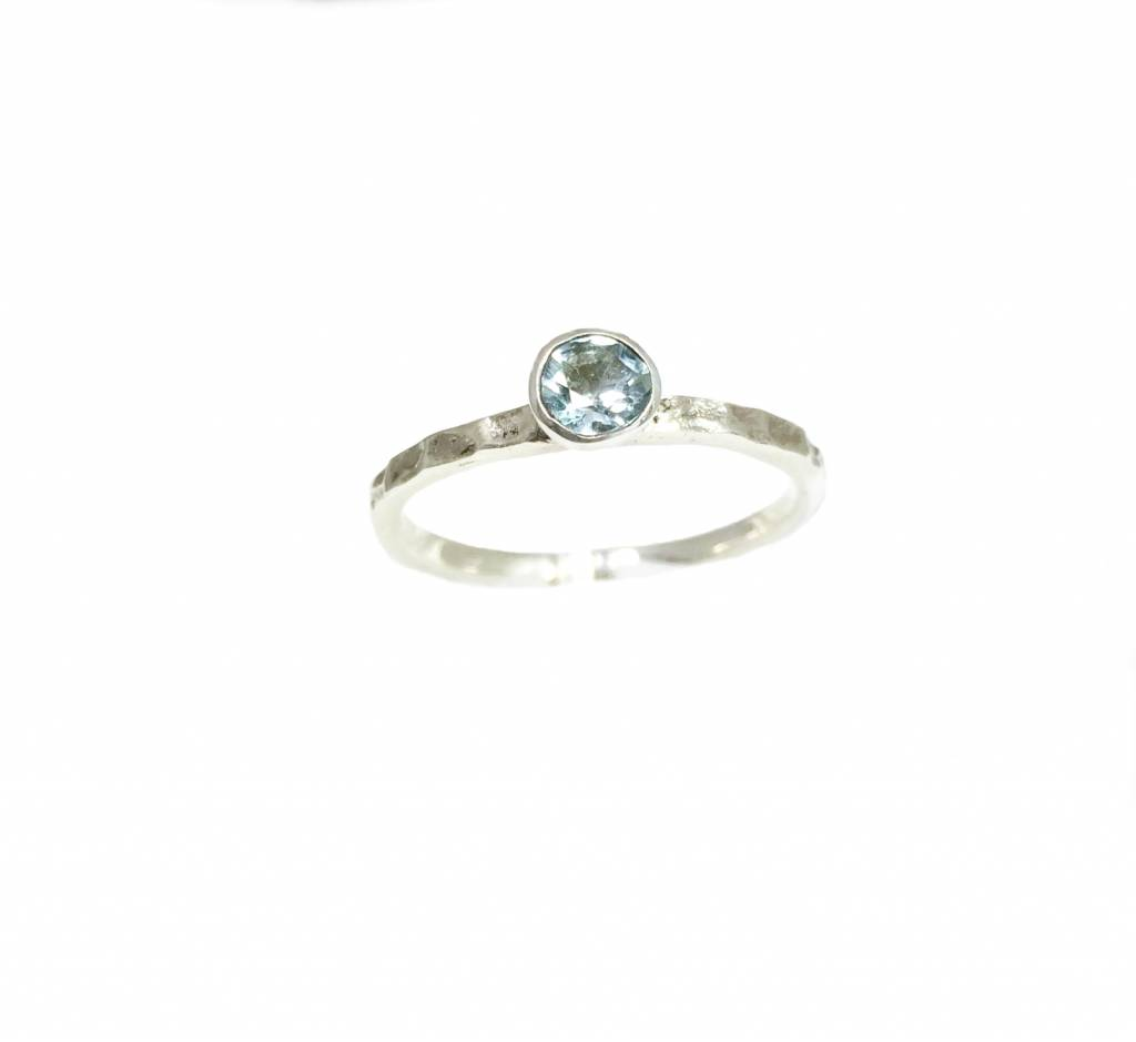 NJ Bali stack rings Light blue topaz