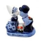 kissing couple delft blue