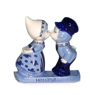 magnetic ceramic delft blue kiss couple