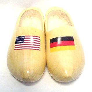 Holzschuhe mit Flagge Ihres Landes