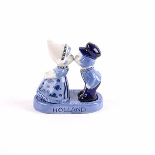 pepper and salt kissing couple