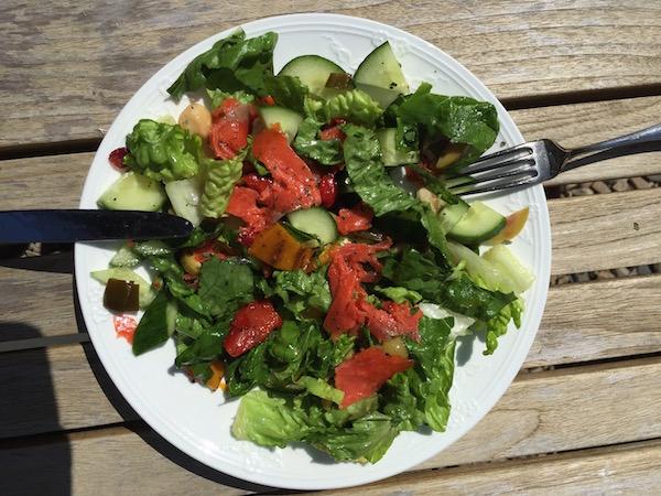 Bulletproof salade met zalm