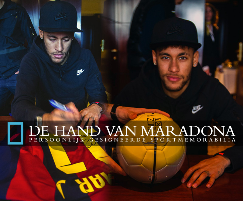 Neymar tijdens de signeersessie