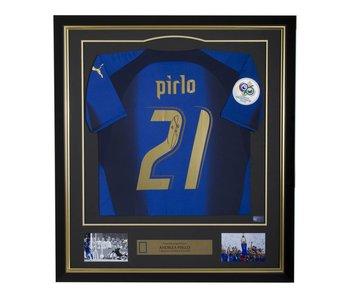 Andrea Pirlo Gesigneerd Italië WK 2006 Shirt in gouden frame