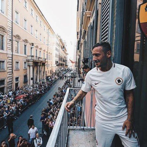 Francesco Totti, groter dan zijn eigen club