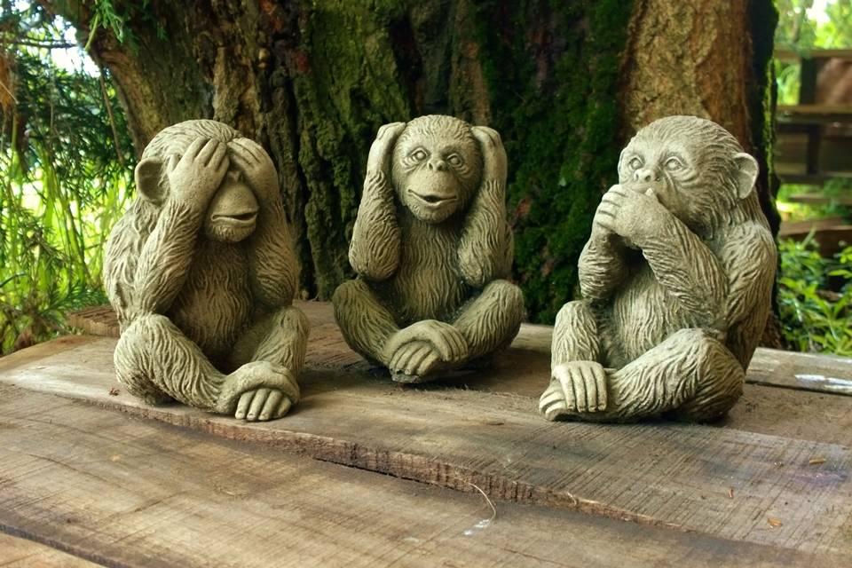 Die 3 weisen affen als steinfiguren villa j hn garten shop for Steinfiguren garten tiere