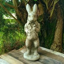Gartenfiguren aus Stein Peter Rabbit aus England - Kultige Garten-Steinfigur aus England