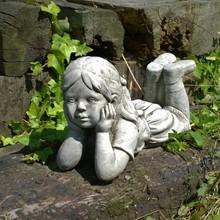 Gartenfiguren aus Stein Steinfigur Träumendes Mädchen Julia