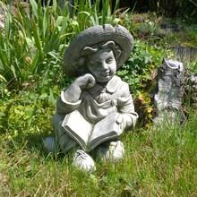 Gartenfiguren aus Stein Steinfigur Heinrich mit Buch
