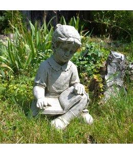 """Steinfigur """"Mädchen mit Buch"""" mit Antik-Patina für den Landhausgarten"""