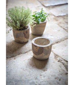 Rustikaler Blumentopf aus Holz