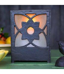 Großer Kerzenhalter Gusseisen mit satiniertem Glas