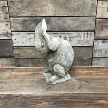Gartenfiguren aus Stein Putzendes Häschen - Schöne Steinfigur für den Garten