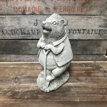 Gartenfiguren aus Stein Igel mit Schaufel