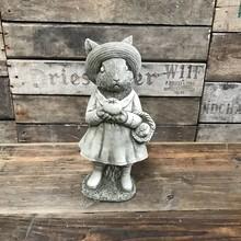 Gartenfiguren aus Stein Mrs. Rabbit - Hasendame mit Gartenkorb