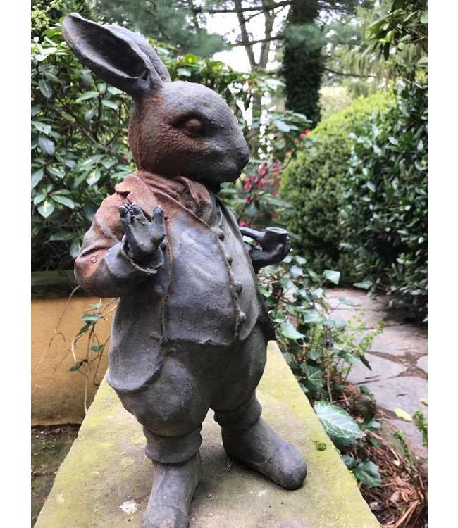 Landgarten Kaninchen mit Pfeife