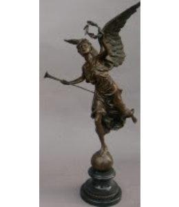 Landhaus Bronzefigur
