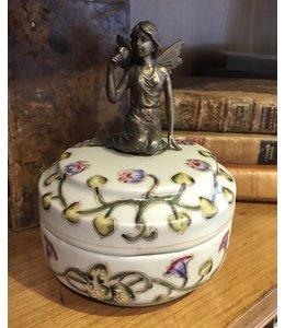 Landhausstil Porzellandose mit Messing Engel