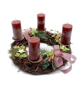 Weihnachtskranz mit roten Kerzen