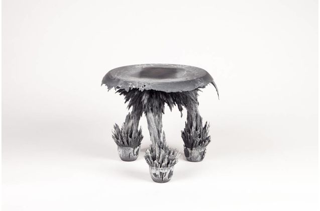 Jólan van der Wiel Gravity Stool - Black & white