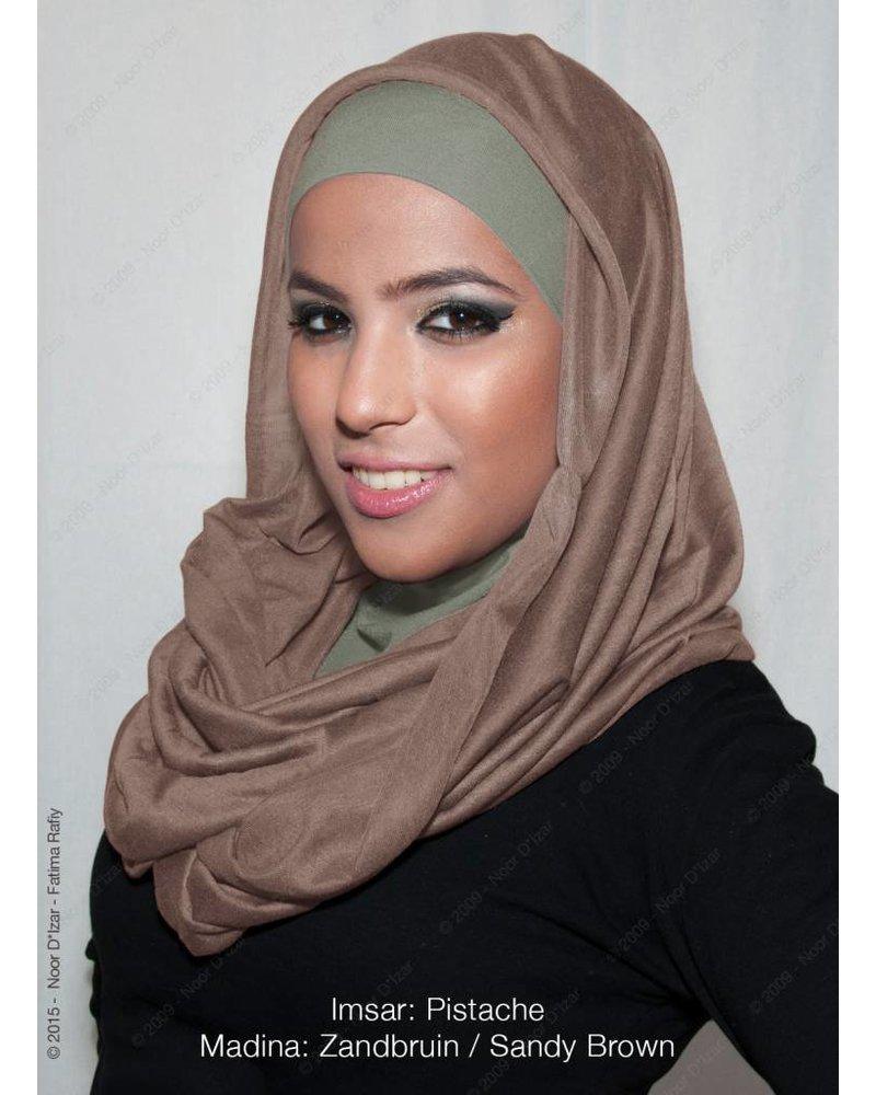 Noor D*Izar Imsar hoofddoek pistache & Madina kokersjaal zandbruin