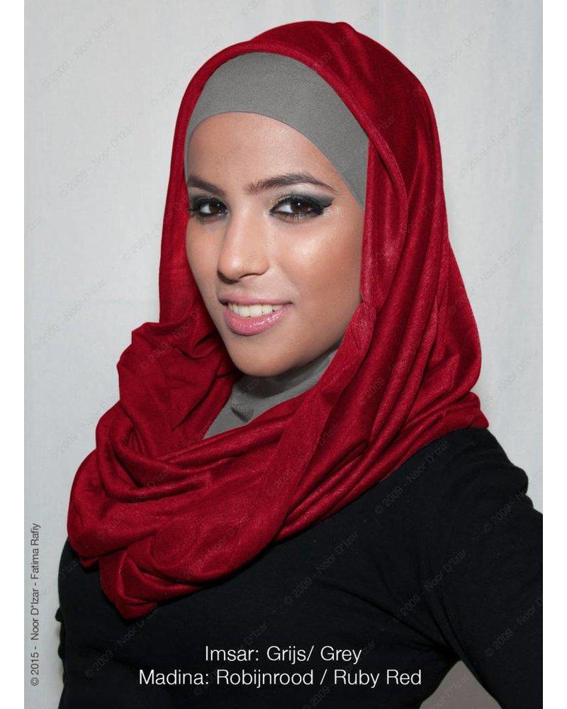 Noor D*Izar Imsar hoofddoek grijs & Madina kokersjaal robijnrood