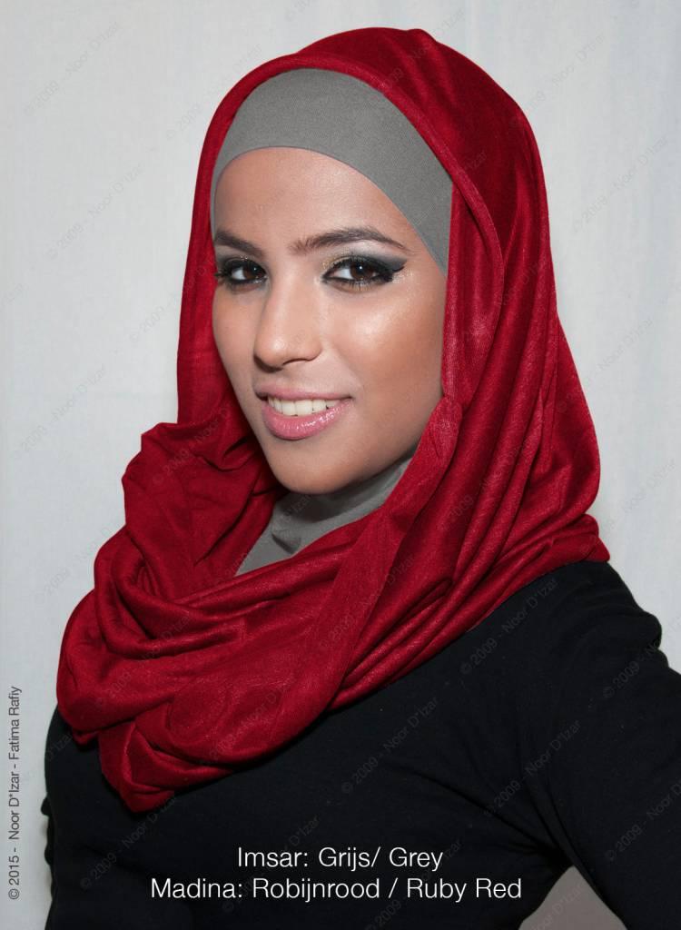 Noor D*Izar Imsar hijab grey & Madina tube scarf Ruby red