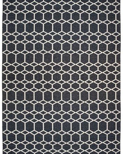 tapis ingrid noir 200x300 cm brita sweden petite lily interiors - Tapis 200x300