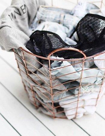 Panier Cuivre Bloomingville vu sur blancuie.tumblr.com