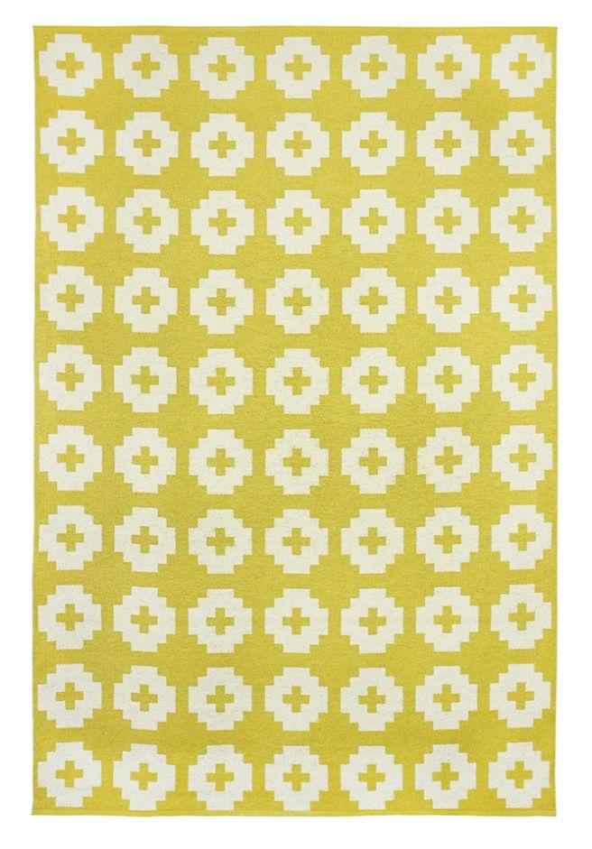 tapis de vinyle 39 fleur 39 jaune 150x200 cm brita sweden petite lily interiors. Black Bedroom Furniture Sets. Home Design Ideas
