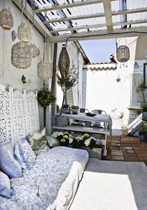 terrasse pleine de charme dans une d co scandinave ethnique vu sur pinterest petite lily. Black Bedroom Furniture Sets. Home Design Ideas