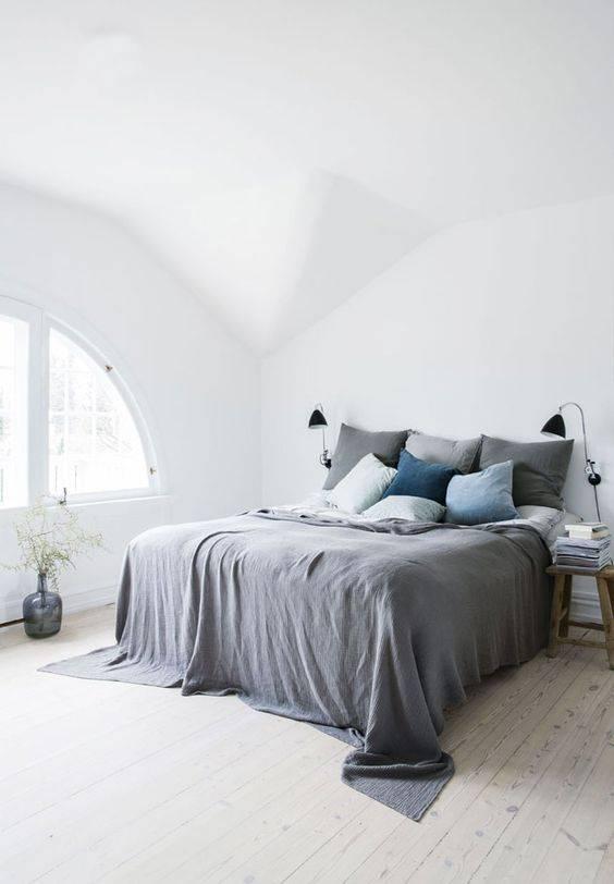 Decoración Escandinava con Ropa de Cama de Color Gris - visto en Pinterest