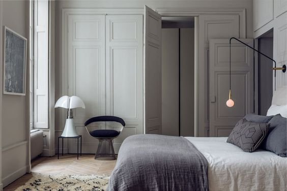d co scandinave avec literie de couleur grise vu sur pinterest petite lily interiors. Black Bedroom Furniture Sets. Home Design Ideas