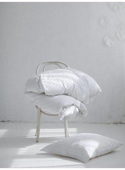Scandinavian decor with gray bedding - Seen on Pinterest - Copy - Copy - Copy - Copy - Copy