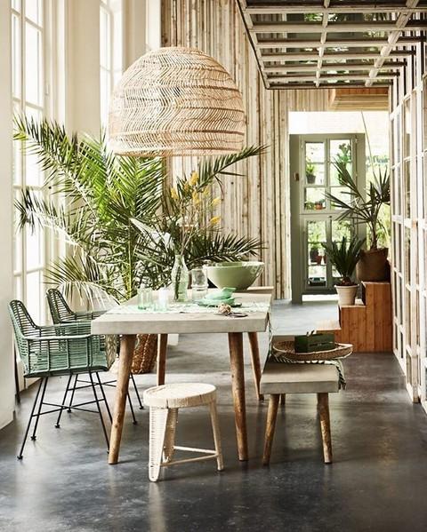 Etonnante salle à manger tout en botanique par Cleo Scheulderman pour le magazine néerlandais VT Wonen
