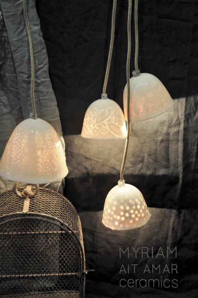 Myriam Ait Amar Ceramics Lampe en céramique avec intérieur gravé - motif gros pois - Myriam Ait Amar Ceramics