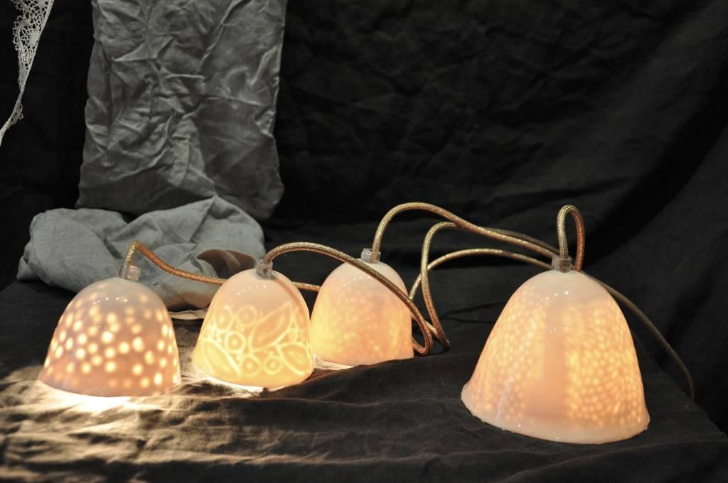 Myriam Ait Amar Ceramics Lámpara de Cerámica con Grabado Interior - Patron de Guisantes- Myriam Ait Amar