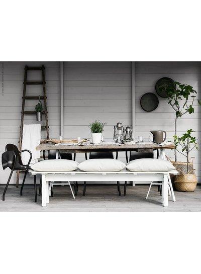 Scandinavian Summer table setting - Seen on Bloglovin Aftonbladet Sweden