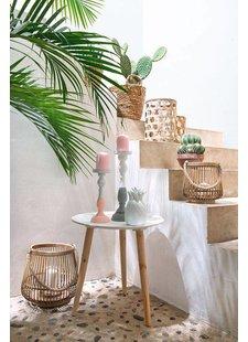 Relajante decoración exterior con cactus y accesorios de bambú- visto en Pinterest