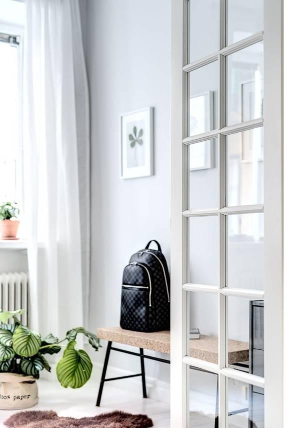 Decoración Relajante Escandinava sobre una base gris combinada con colores lino y arena.- visto en Planetedeco.fr