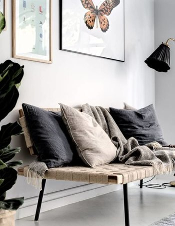 Soothing Scandinavian decor with a light grey base in combination with lots of linen and sand color details - Seen at planetedeco.fr