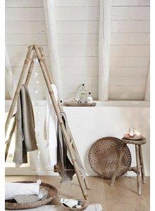 Style Bohème avec des matières textiles douces, du bambou et du bois d'orme