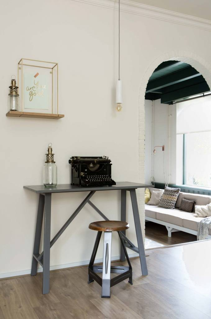 Eléments scandinaves et vintage avec une touche ethnique dans cet appartement très éclectique - vu sur weerverlieftopjehuisje.nl