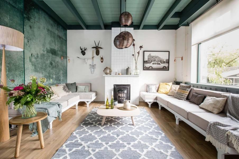 Elementos de decoración Escandinavos y Vintage con un toque Étnico en un apartamento muy ecléctico.  - visto en weerverlieftopjehuisje.nl